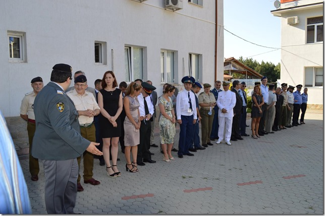 El grupo concentrándose antes de una ceremonia